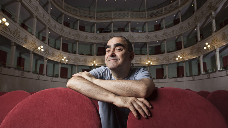 """Elio, """"Opera Buffa! - Il Flauto Magico e cento altre bagatelle"""", al teatro Menotti di Milano"""