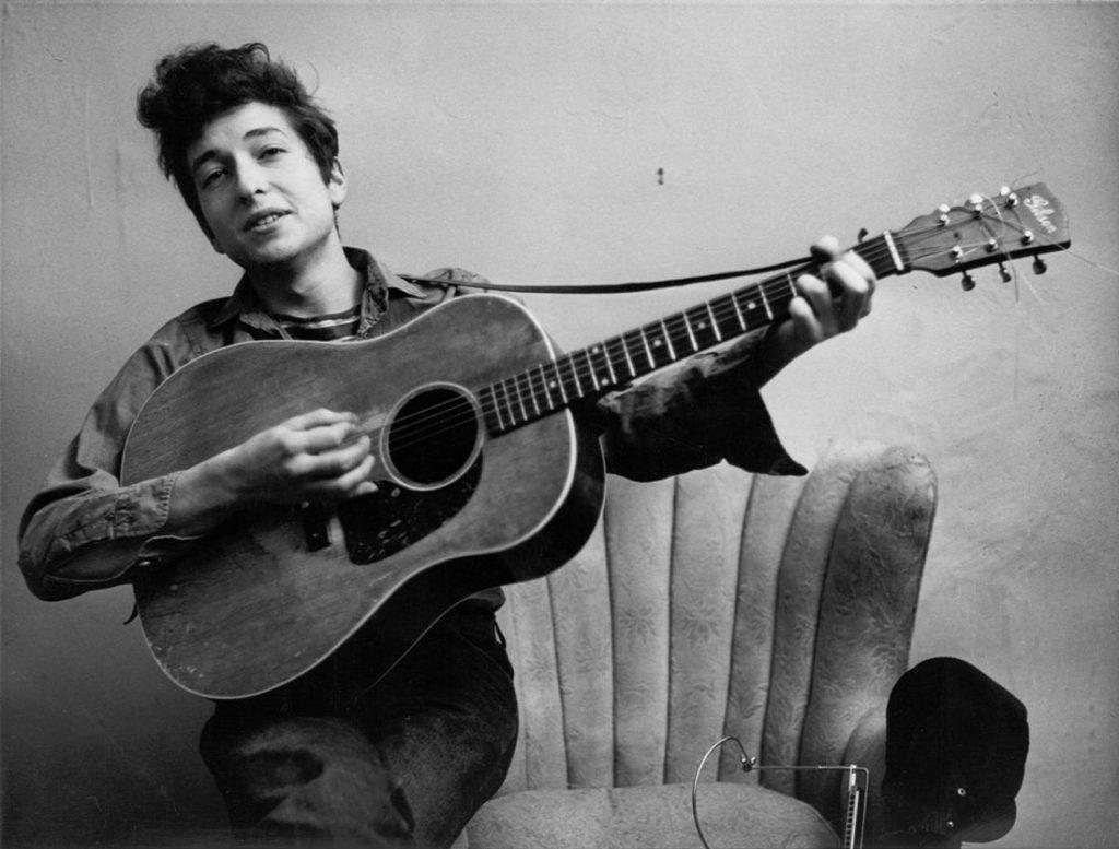 Bob Dylan. Il suo soprannome Il menestrello di Duluth è insopportabile. Obsoleto e fuori luogo