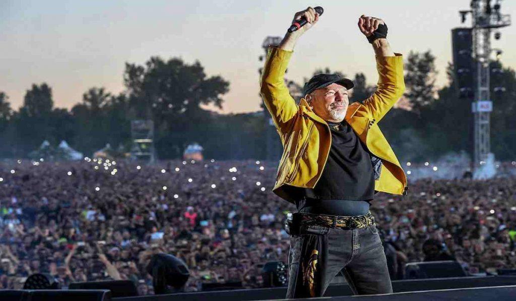 """Ieri sera lo speciale su Vasco Rossi su Rai1, """"La tempesta perfetta"""". Una lunga serata celebrativa del Modena Park, concertone dei record di tre anni fa."""